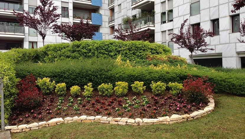 Realizzazione giardini 05 pulisprintsrl - Immagini aiuole per giardino ...