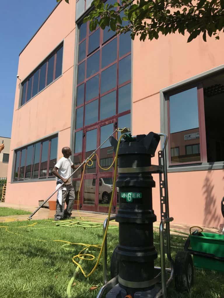 lavaggio vetri a osmosi inversa